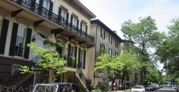 One side of a regular Savannah Street