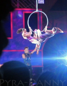 Show - Twin Hoops